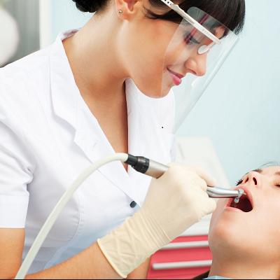 Tratamente stomatologice gratuite la UMF Cluj-Napoca